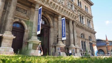 Milyen szerepet vállal a Magyar Nemzeti Bank a felsőoktatásban?