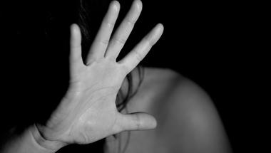 """""""Magyarországon a nemi erőszak áldozatainak kétharmada ismeri az elkövetőt"""" - Héjja Anna pszichológussal beszélgettünk"""