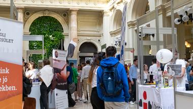 Új egyetemi barátságok és vezetői pozíció fiatalon - Diákszervezeti élet a Corvinuson