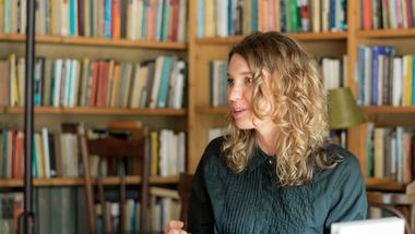 """""""Mindenki megtalálhatja a módját, hogyan tud hozzátenni a világhoz"""" - Interjú Faludi Julianna íróval, szociológussal"""