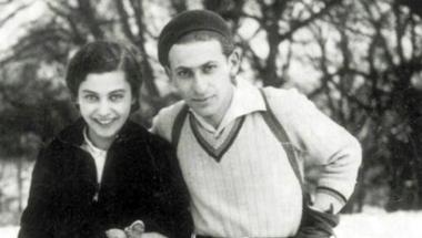 Léteznek-e még a magyar versek elsöprő érzelmei? - Irodalmi szerelmek nyomában Radnótival és Fifivel
