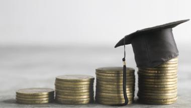 Kockázat vagy befektetés? Mire és kinek jó a diákhitel?
