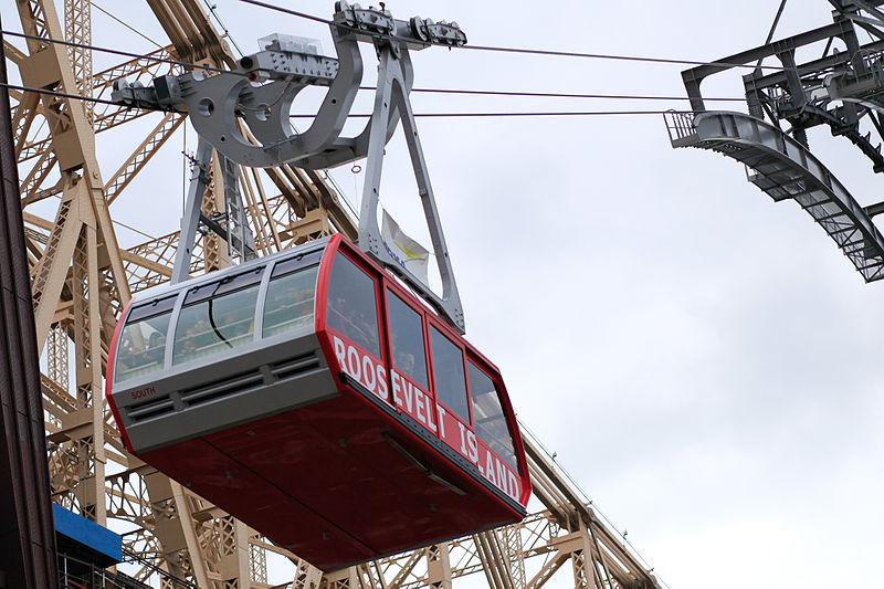 800px-Roosevelt_Island_tramcar_2010.jpg