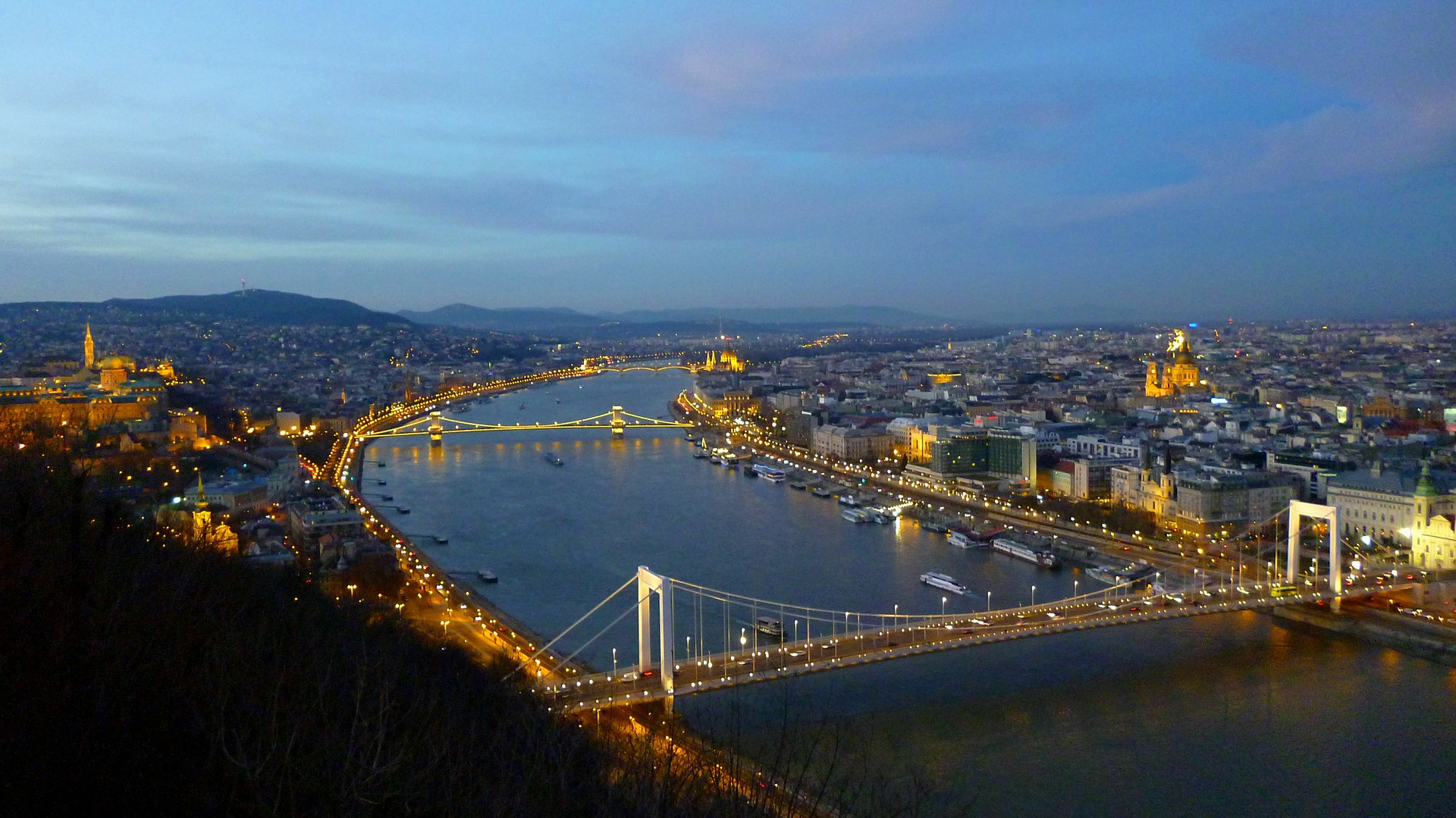 budapest-267671_1920.jpg