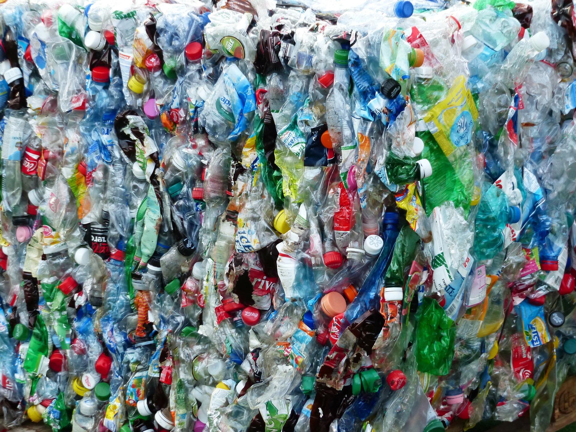 plastic-bottles-115082_1920.jpg