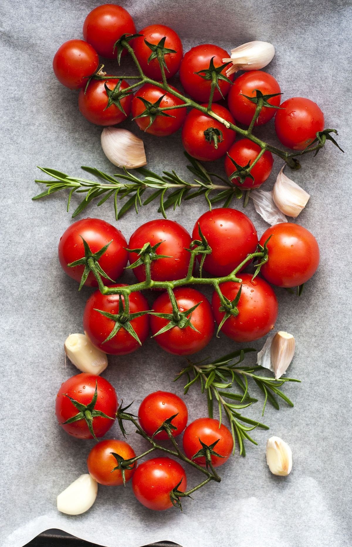 tomatoes-3574427_1920.jpg