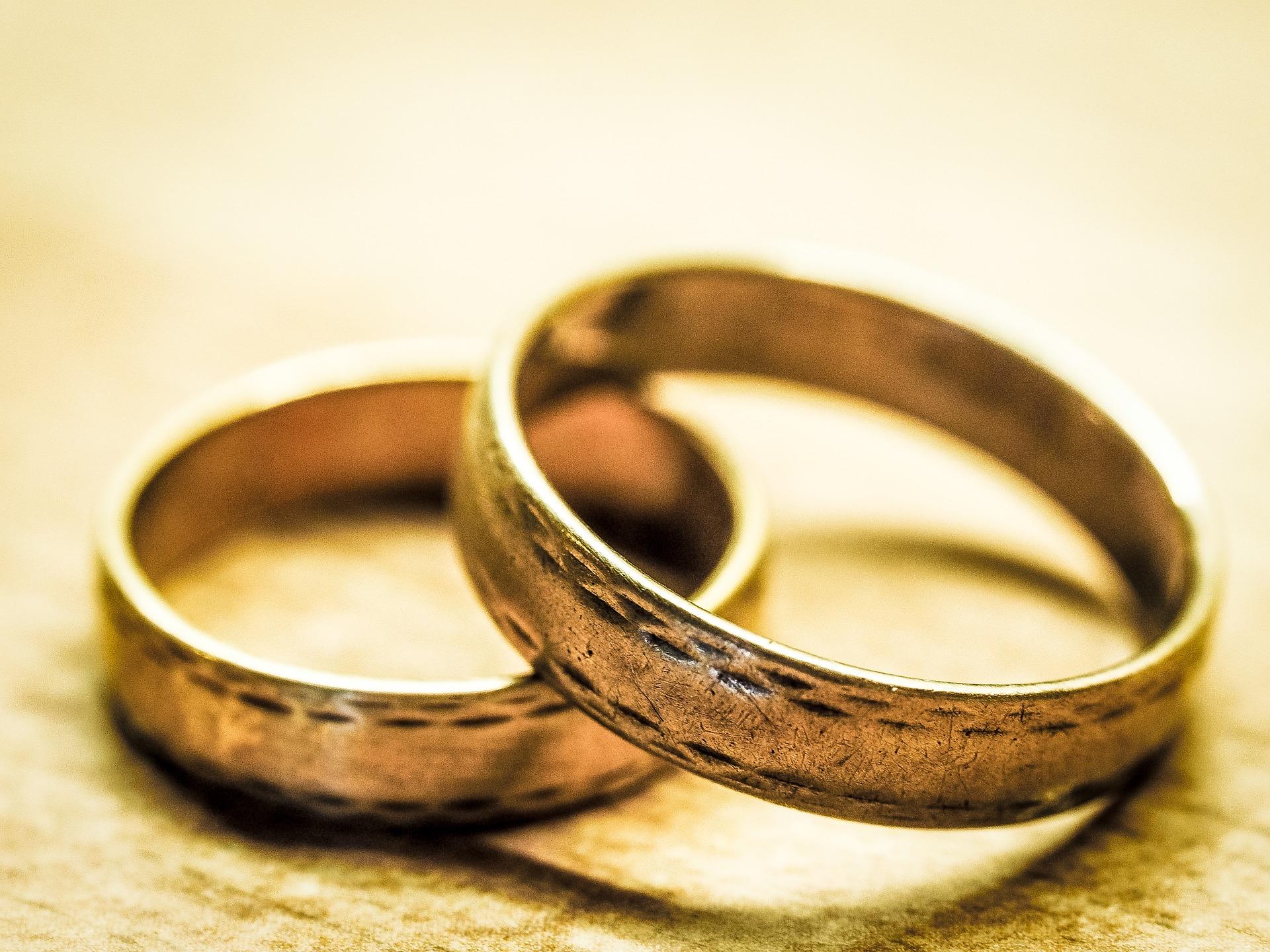 wedding-rings-949106_1920.jpg