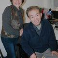 Egy hatvanas japán egyetemista és nagyapa kanapéján Canterbury-ben