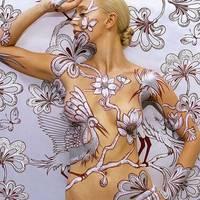Testfestés - Tapéta meztelen testekből