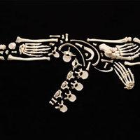 Emberi csontokkal az erőszak ellen