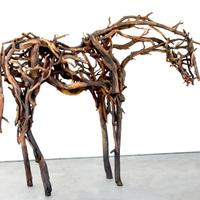 Elképesztő ló szobrok uszadékfából