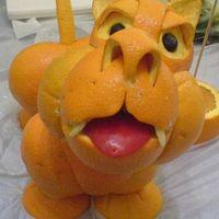 Állati szobrok narancsból