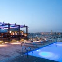 Luxus medence a tetőn