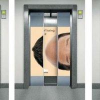Kreatív reklám a liftben