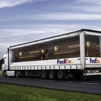 A FedEx gúnyt űz a konkurenciából