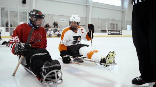 NHL sztárok lepték meg a jégkorongozó mozgássérülteket