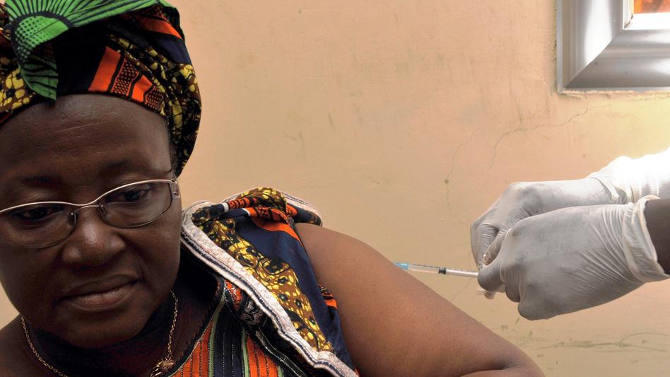 afp-ebola_vaccination.jpg