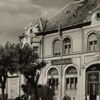 Stern–Steinberger-ház a Szabadság téren – Kulich Gyula Ifjúsági Ház