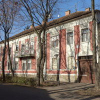 Gyucha György bérháza a Deák utcában