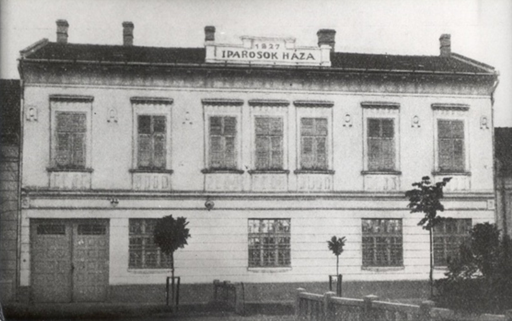 iparosok_haza_1.jpg