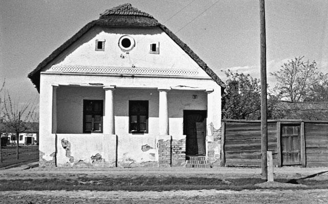 Lakóház. Sztraka u. 21 sz. Tábori György felvétele, 1956..jpg