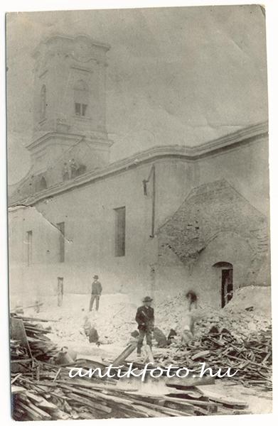bekescsaba_katolikus_templom_bontasa_1907_masolat_foto_2.jpg