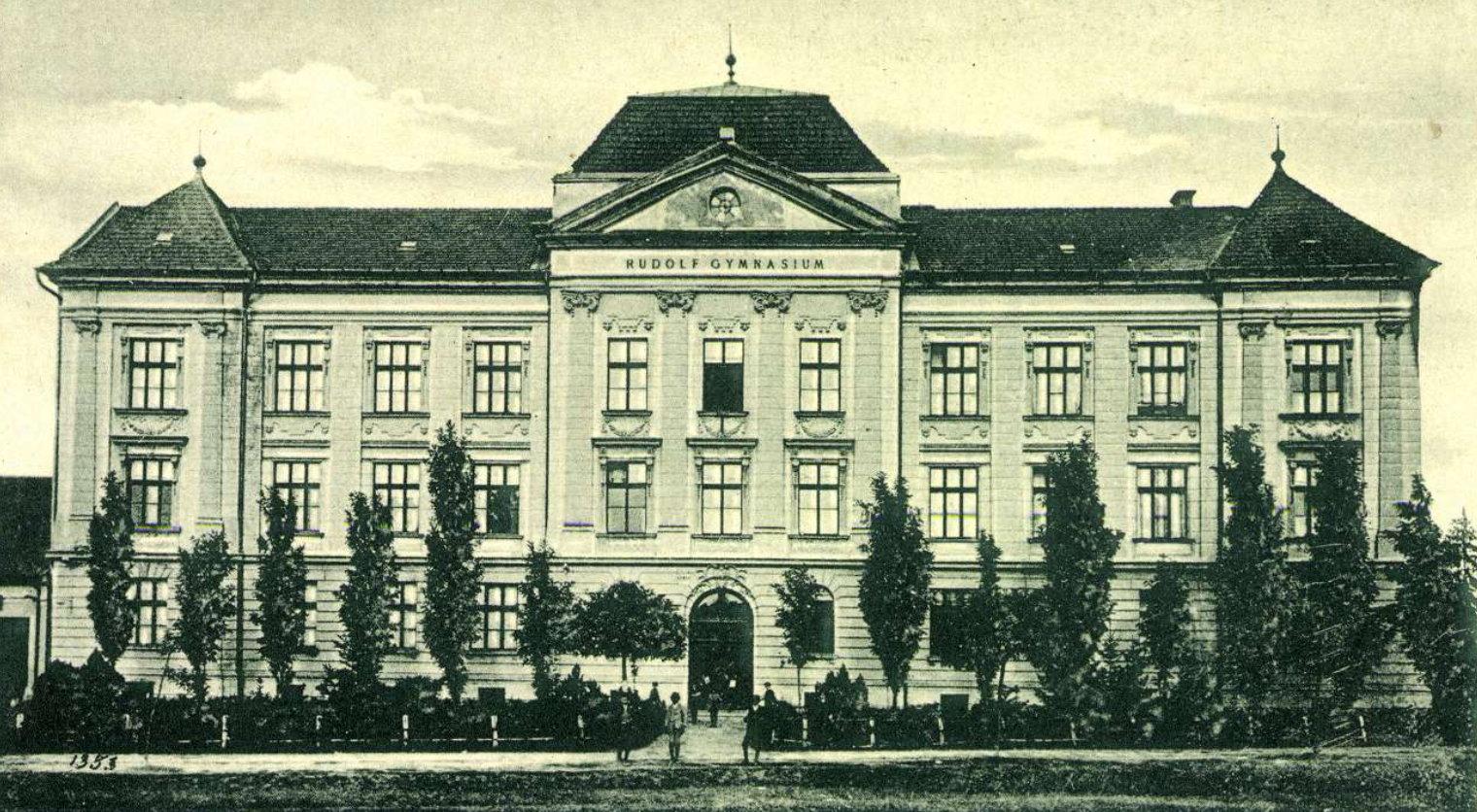 gimnazium1910korul.jpg
