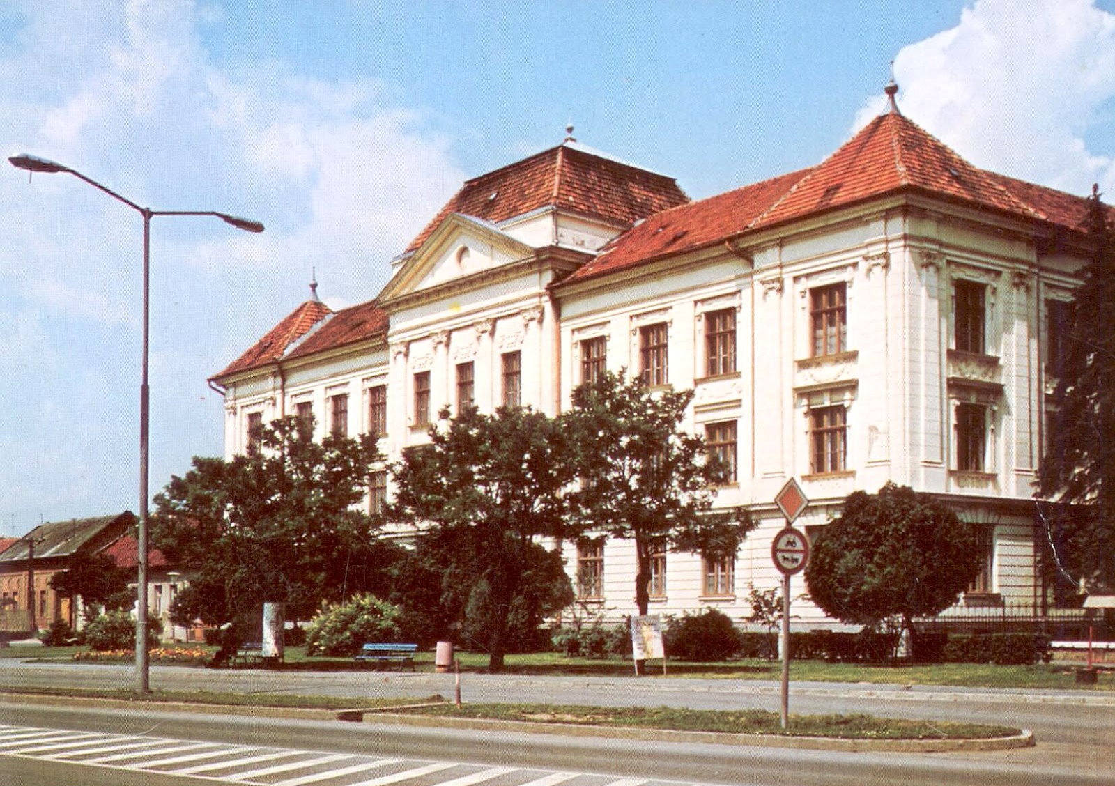 gimnazium1982.jpg