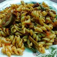 Kolbászos-uborkás-zöldbabos tészta