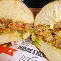Havi burger különlegesség egyenesen New York-ból a Bamba Marha havi specialitása!
