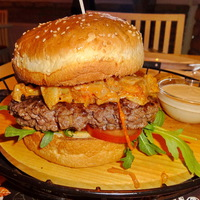 A Don Pepe eddigi legszaftosabb burgere a hónap ajánlata!