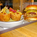 Parádés burger kompozíció éttermi színvonalon