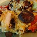 Savanyú káposztával, baconnel és kolbásszal sült tepsis karaj sok zöldséggel