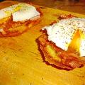 Buggyantott tojás szalonnával és vajas pirítóssal