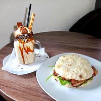 Füstölt angus lepény és különböző shake specialitások a Burger House újdonságai között!