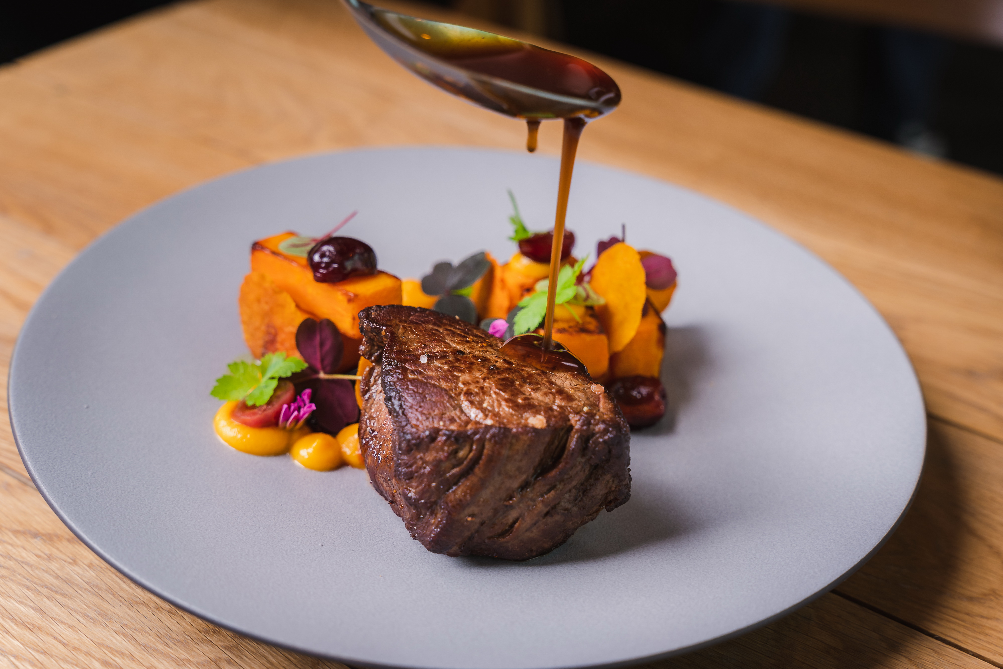 hortobagy_angus_belszin_steak_edesburgonya_cseresznye.jpg