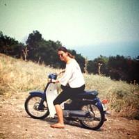 Bérelt robogón Görögországban valamikor régen #pinkbiker At the beginning of the 1990's in Greece on a rented #scooter #tbt