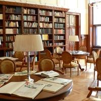 Könyvtár, kilátással a Parlamentre