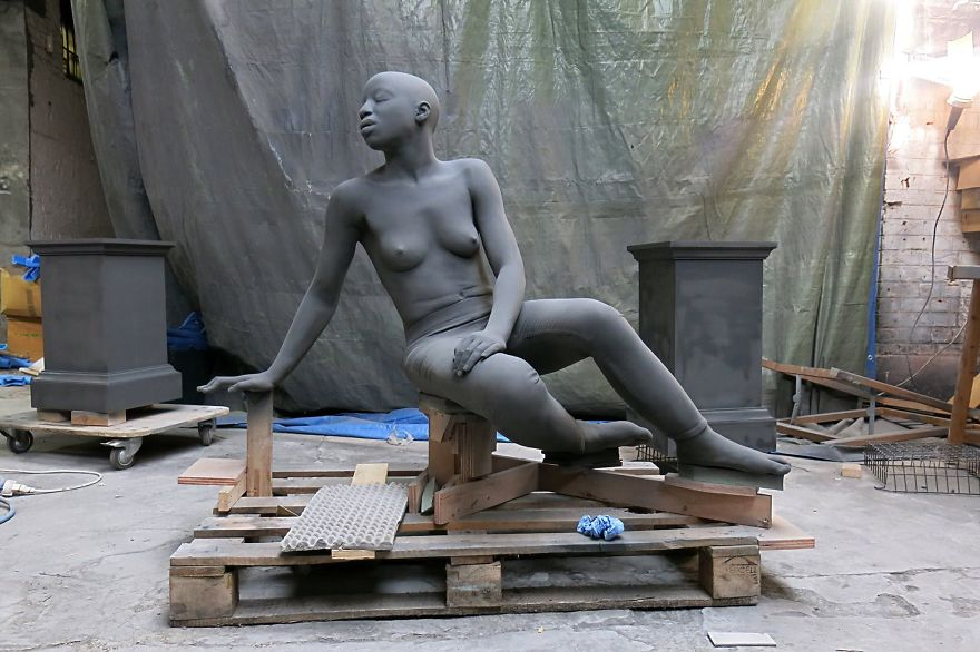 these-sculptures-by-the-belgian-artist-give-the-impression-that-they-can-come-to-life-at-any-moment-5b62b09eca594_880.jpg