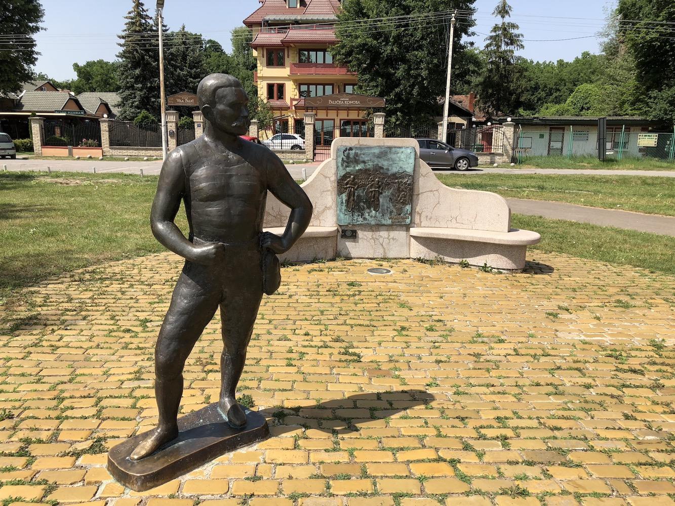Vermes Lajos szobra