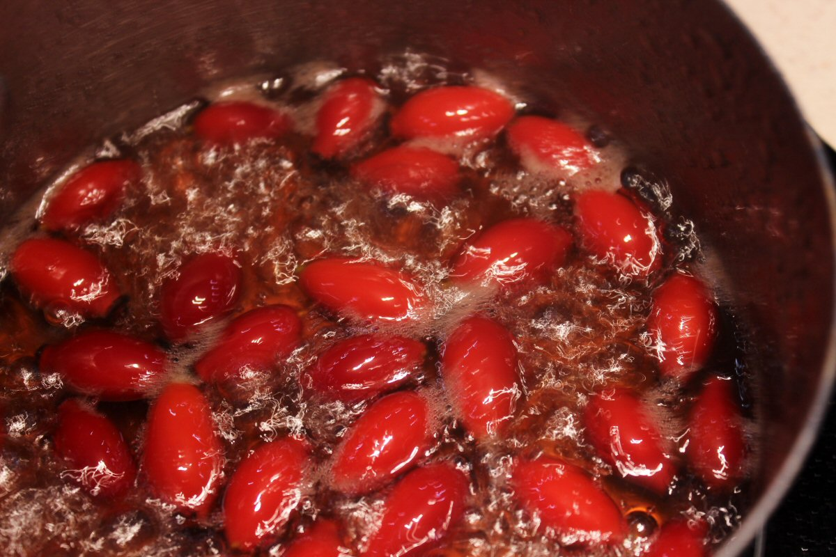 boil-the-rosehips-in-syrup.jpg