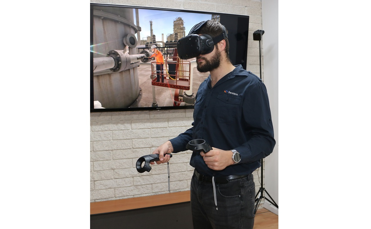 mark-htc-vive-with-wah2.jpg