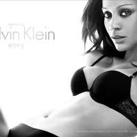 Zoe Saldana fehérneműmodell lett