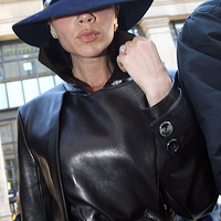 Victoria Beckham, titkosrendőrnek öltözve
