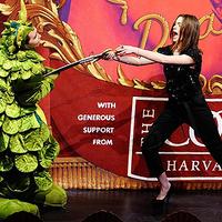 Anne Hathaway az év asszonya