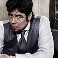 Benicio Del Toróval újít a Campari