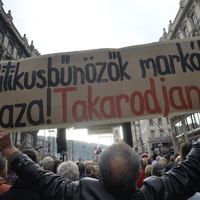 Tüntetés a Népszabadság felfüggesztése és a korrupció ellen