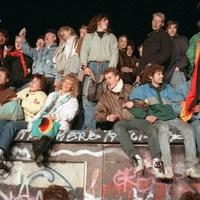 Harminc évvel ezelőtt omlott le a berlini fal
