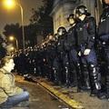 A fekvő rendőr felkelése