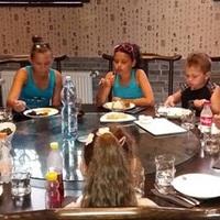 Csepeli szegénygyereket is  vendégül látott éttermében egy kínai szakács